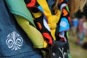 Scouterna byter sjalar med varandra när de är på läger, här ses en brasiliansk sjal.