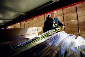 Varje år levereras omkring 60000 par skidor, 49000 par pjäxor och mängder med skidvalla och skidstavar från Hudiksvall.