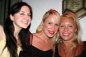 Blue Moon Bar. Annelie Jansmark, Emma Wernersson och Sandra Lundin