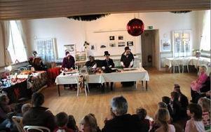 Förskolorna i Vad och Söderbärke samlade till sång och musik och lustiga hattar.FOTO: CHRISTER NYMAN