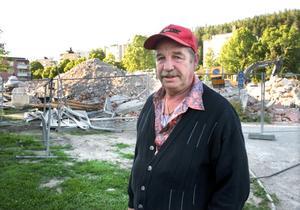 Slöseri med pengar? Karl Mårtensson, entreprenör i rivningsbranschen, hävdar att han skulle ha kunnat riva husen på Ludvika gård till ett lägre pris om Ludvikahem haft de rätta förutsättningarna i sina anbudshandlingar.