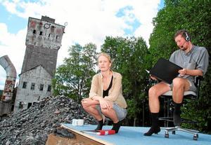 Karin Linderoth och Carl-Oscar Sjögren ingår i konstgruppen The non existent center, som arrangerar Hope tourist center.