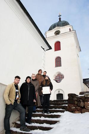 Johnny Olsson, Berit Zetterqvist, Ann Olander, Sven trägårdh, Jennie Tiderman och Anna Zetterqvist är alla involverade i stödkonserten för Hagströminsamlingen.