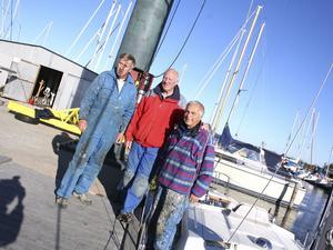 Slutseglat för i år för de tre seglarkompisarna Anders Unell, Roger Öhman och Torbjörn Käck.