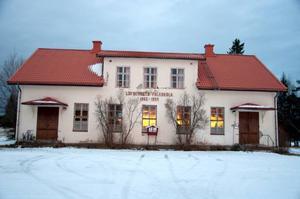 Löfbergets skolmuseum läggs ner. Kommunen kommer att sälja eller på annat sätt föra sig av med den nedgångna byggnaden under 2014.