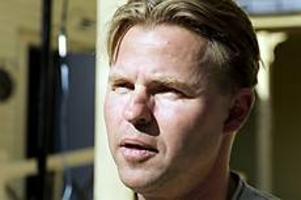 Arkivfoto. Upprörd. Hans Backman, fp, kräver krafttag mot polisbristen i Hofors. Han anser att socialdemokraterna sticker huvudet i sanden.