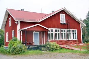 Det är snart två år sedan som det äldsta av skolhusen i Älvvik evakuerades.