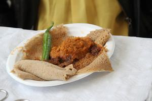 Det pannkaksaktiga brödet Ingera, som är vanligt i Eritrea.