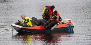 Dykare kallades till Furudal efter att bilen sjunkit under ytan.