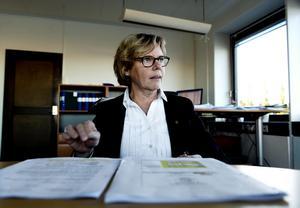 Margareta Tufvesson, ekonomidirektör i Landstinget Västernorrland, bekräftar att man för närvarande tvingas låna från de egna anställdas pensionspengar på grund av det kärva ekonomiska läget.