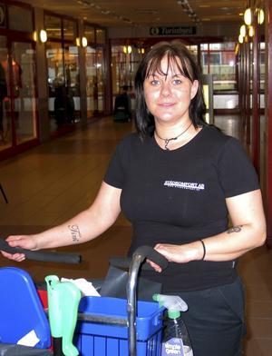 Sandra Högvide på arbetslatsen.