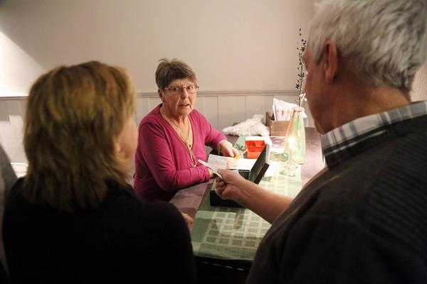 Ingrid Bergström, Röda korset, berättade kvällens behållning går till Flyktinghjälpen.