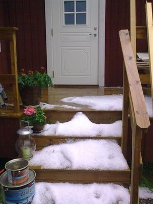 Fram med snö skyffeln. Så här såg det ut i Myra, Delsbo efter torsdagens regnskur hälsar Tine Hildingsson, Delsbo.