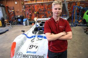 Junioren Daniel Röjsel, SMK Dala, rattar den här säsongen en av de snabbasta bilarna i svensk barnracing. Han gör debut i Radical-klassen.