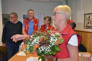 Ordförande i PRO Hudiksvall, Maj-Britt Norlander, tackade de tävlande med var sin blombukett.