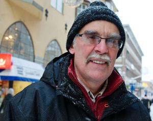 Rune Börne, Östersund– Jag skulle nog säga att arbetsfördelningen är fifty fifty hemma hos oss på julen. Frugan lagar mat och bakar. Jag städar, köper julklappar och hjälper till med annat.