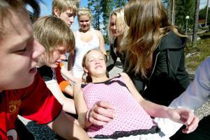 Gabriella Larsson lär sig att lita på sina kompisar.