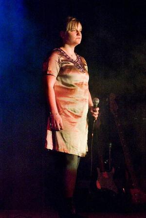 """Sara Haraldssons innerliga version av Cecilia Vennerstens """"Det vackraste"""" var en av konsertens verkliga höjdpunkter.Mattias Eriksson framförde """"Fattig bonddräng"""" – och Alfred i Emilfilmerna  i all ära, men gladare bonddräng än Mattias har nog aldrig skådats."""