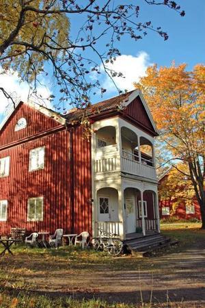 NY ÄGARE.  Älvkarleby kommun har köpt husen i Harnäs. Nyligen sa kommunfullmäktige ja till köpet.