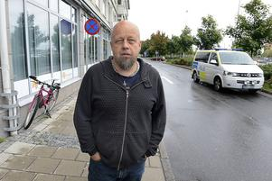 Bengt Persson hjälper romerna.