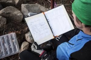 I pärmen finns instruktioner om hur utmaningen går till och listor för att skriva upp sitt resultat.