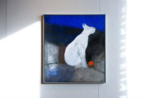 Ingmarie Utbys ställer till och med den 1 november ut nio akrylmålningar i Blå Lågan.  Om sitt måleri kan Ingmarie berätta att hon växlar mellan två motpoler. Kosmisk gåta heter denna målning.