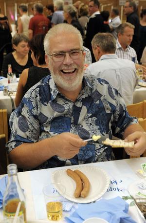 Så här glad blir Stefan Andersson när han äter korv och dricker Trocadero.