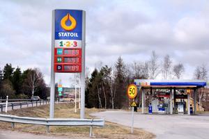 Snart ett minne blott. En vecka in i maj och så går Harmångers sista bensinmack i graven. Läget vid E4:an hjälpte inte för lönsamheten.