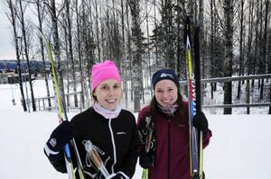Hanna Larsson och Helena Fries har tänkt åka Vasaloppet i år.– Det hade varit bra att åka längre sträckor innan det, säger Hanna.– Men att det är lite snö känns som ett större problem, fyller Helena i.