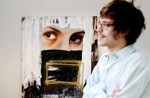 Christoffer Svensson delar rum med tre andra på Östersunds konstskola. De inspireras mycket av varandra säger han.