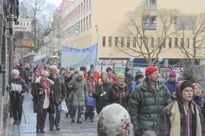 Många demonstrerade på söndagen mot nazism.