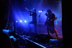 INVSN med östersundaren Patrik Backlund gav publiken svensk rakt in i hjärtat-rock med en stor dos trallvänlighet och kämpaglöd.