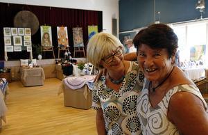 Anita Karlsson och Gull Sundlöf är som vanligt ansvariga för utställningen.