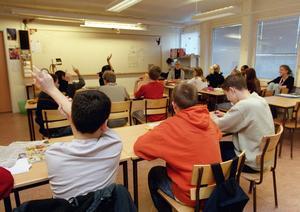 Driftsformen ointressant. Det enda som betyder något är att alla som kan påverka skolan gör allt de kan för att alla elever ska få den hjälp de behöver för att nå målen, skriver debattörerna. foto: scanpix