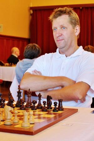 Jan Hanning, ÖSS, vann sitt parti i sjakkfejden med ett välberäknat mattangrepp.   Foto: Bo Wik