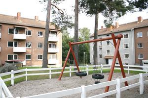 Hyreshus kan bli kvar. Mats Mattson, som räddade Erskinehusen i Gästrike-Hammarby, vill köpa de hus på Rönningsgatan som ska rivas. Han bedömer att finns stora möjligheter att utveckla området.