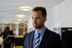 Den misstänkte hallickens advokat, Jonas Vedin, yrkar på att hans klient ska släppas fri idag.
