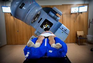 En strålningskanon på Radiumhemmet på Karolinska sjukhuset i Solna för prostatacancerpatienter.Foto: Dan Hansson