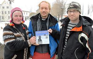 Bastuföreståndare Kaija Laitinen kyrkoherde Lennart Pettersson och bokillustratören Stefan Matsson ser fram emot fokusveckan i Fors.