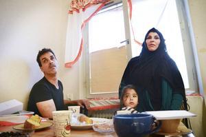 Mohammad och Nada lever under dödshot och var de tar vägen om de och barnen skickas ut ur Sverige har de inte en aning om.