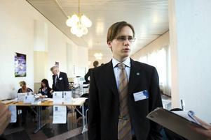"""SATsAR HÅRT. Sd:s länsordförande Roger Hedlund var glad över att den strategiskt viktiga kommunkonferensen genomfördes i Gävle. """"Målet är att vi ska komma in i alla kommunfullmäktigeförsamlingar i Gävleborg"""", sade han."""