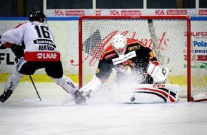 Brunflo får med sig en poäng från helgens möten med Kalix och Kiruna. Här ser vi Anton Johansson rädda en straff mot Kiruna.