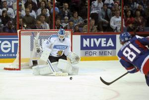 Marcel Hossa, Dinamo Riga      Hossa är en av de namnkunnigaste spelarna som finns på marknaden just nu. Är kapten i KHL-laget Dinamo Riga. Har producerat 16 poäng på 38 matcher och har ledaregenskaper Modo behöver. Leksand tackade nej till honom, på grund av kostnadsskäl. Skulle vara en förstärkning i vilket SHL-lag som helst. Hossa är skicklig offensivt, har bra händer och ett gott spelsinne.