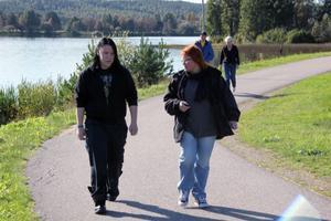 Lars Knapp och Malin Ängerå (S) pratade ungdomskultur, om death metal och growling. – Det är bra att veta hur unga för fram sina budskap i dagens samhälle, sade Malin Ängerå.