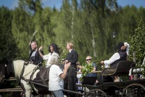 Brukskörningen avslutades med häst och vagn i romantisk tappning, för brudparet Johanna och Robin Lindberg.