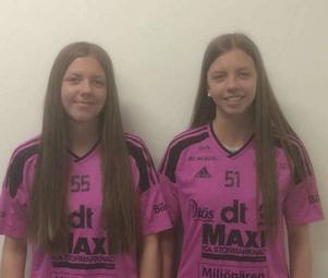 Tvillingarna i IBF Faluns rosa tröjor.