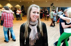 Lördagskvällens dansarrangemang drog över 300 personer, berättar Lena Svensson. Men även på söndagseftermiddagen pågick det dansanta övningar i Smedjebackens Folkets hus. Foto: Klockar Mattias Nääs