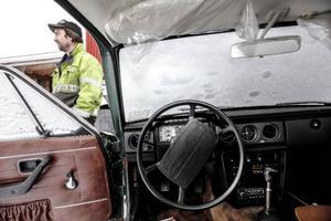 Håkan visar stolt upp en Volvo 140 från 1973.– Den här har bara gått 8 200 mil, och det är väldigt lite för en så gammal bil. Den har nästan ingen rost och är i bra skick invändigt. Vi ska lacka den, och i färdigt skick så kanske den är värd 25 000–30 000 spänn, säger Håkan.