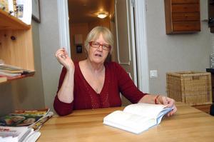 Ann-Marie Wikander, som skrivit romansviten om Sigrid, besöker Linsell.