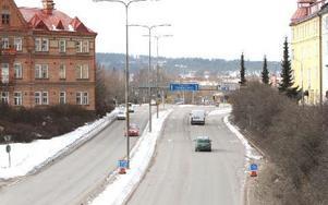 En provisorisk rondell ska ersätta de trasiga trafikljusen vid infarten till Järnvägsstationen.
